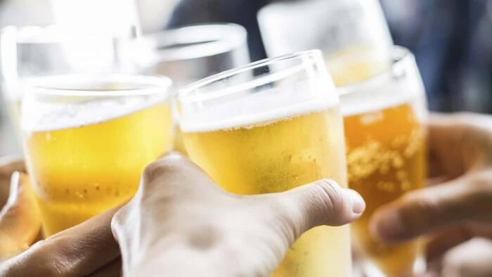 El consumo de alcohol puede provocar dolor en los riñones, advierten los nefrólogos