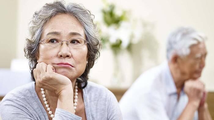 China quiere integrar atención médica y cuidados a ancianos.